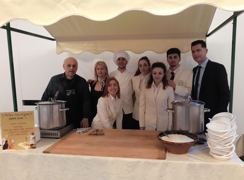 Al BIT 2017 per la Regione Marche. Il Pastaro Marchigiano con gli insegnanti e gli allievi  della Scuola Alberghiera di Sant'Elpidio a Mare
